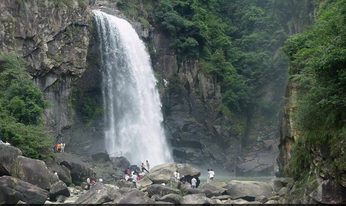 九鲤湖风景区位于仙游县东北隅约25公里的 万山之巅,由九鲤湖,麦斜岩